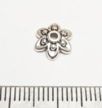 Beaded flower beadcap x 25. 8mm.
